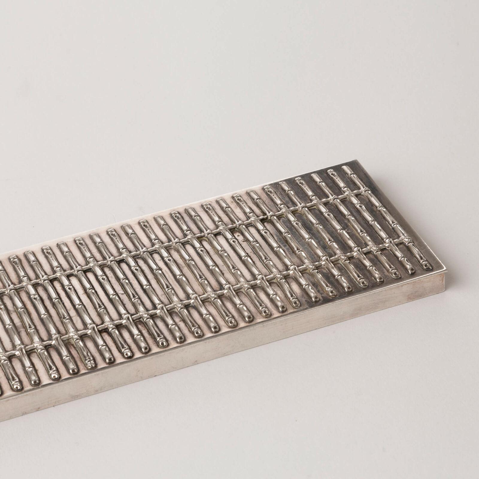 Belt (cigarettes box) hover